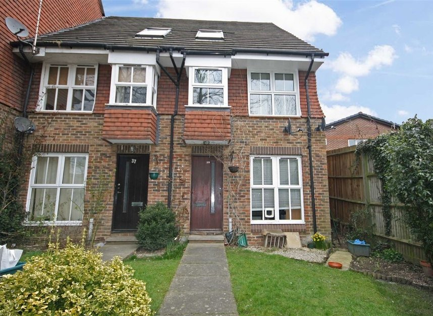 Properties to let in Windmill Rise - KT2 7TU view1