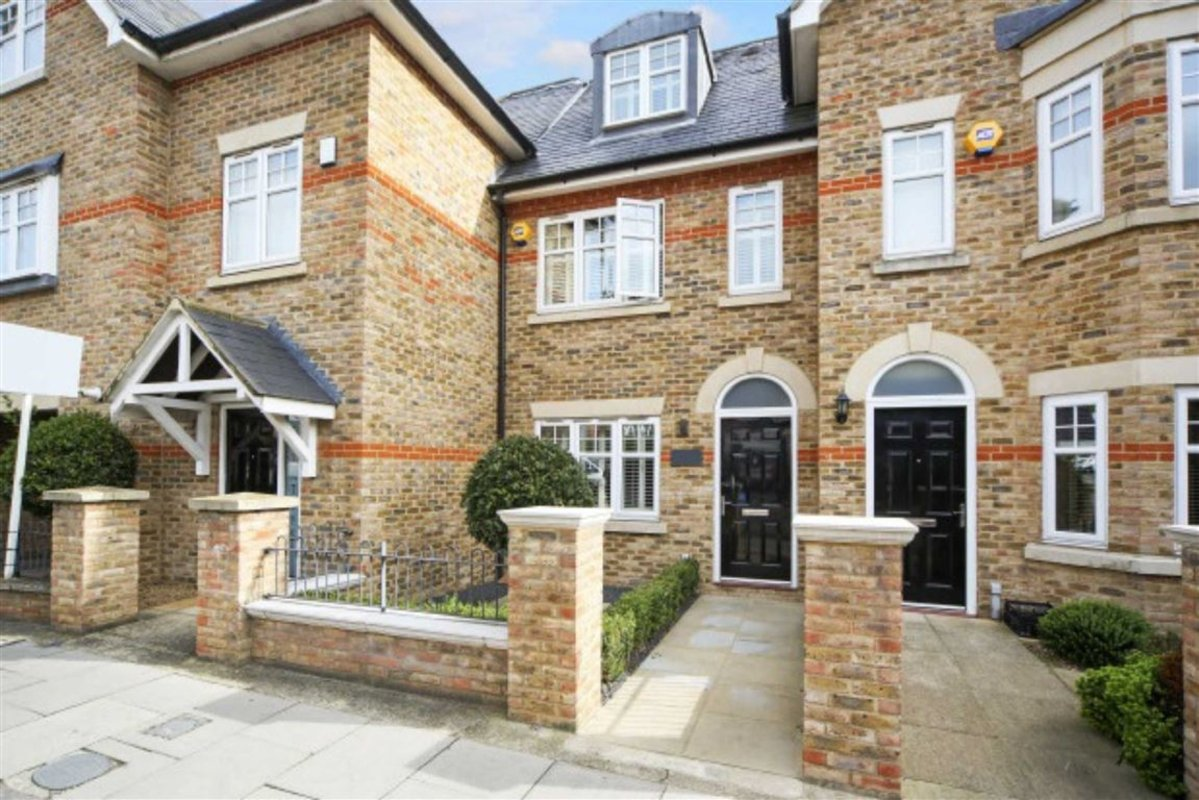 House To Rent In Home Park Road London SW19